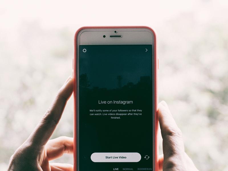 Niet langer slaaf van je smartphone. Switch van insta-feed naar Jezus voeten